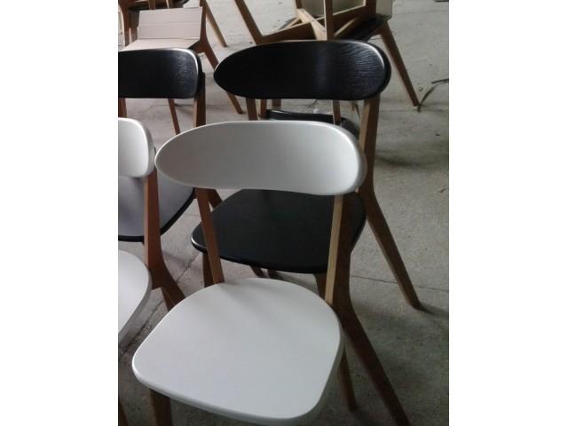 Привабливий та зручний стілець «Іску новий» з дерева (ясен, дуб)