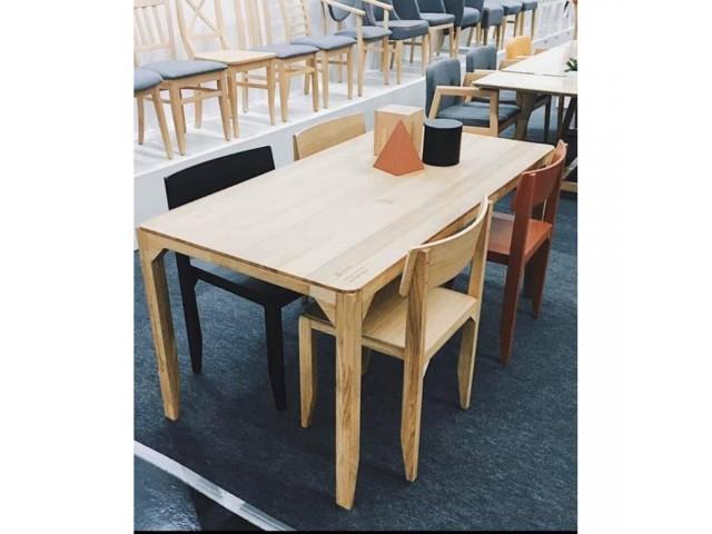«Айсберг» (160 х 85 х 74 см) — лаконічний стіл з масиву бука