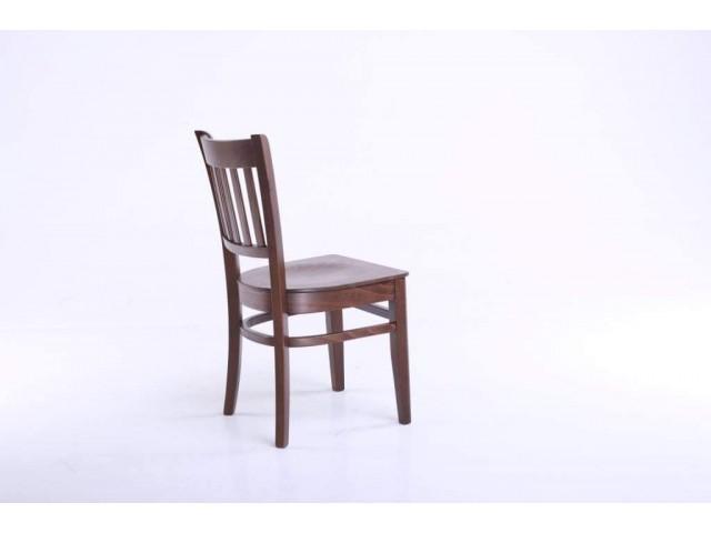 «Прага 01»: дерев'яний стілець у стриманому дизайні