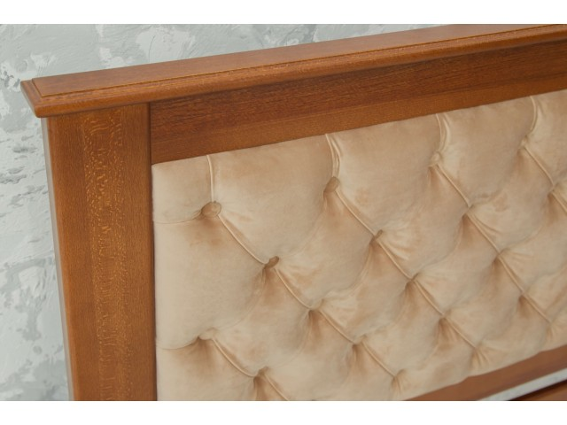 Арізона: дерев'яне ліжко з високим м'яким узголів'ям
